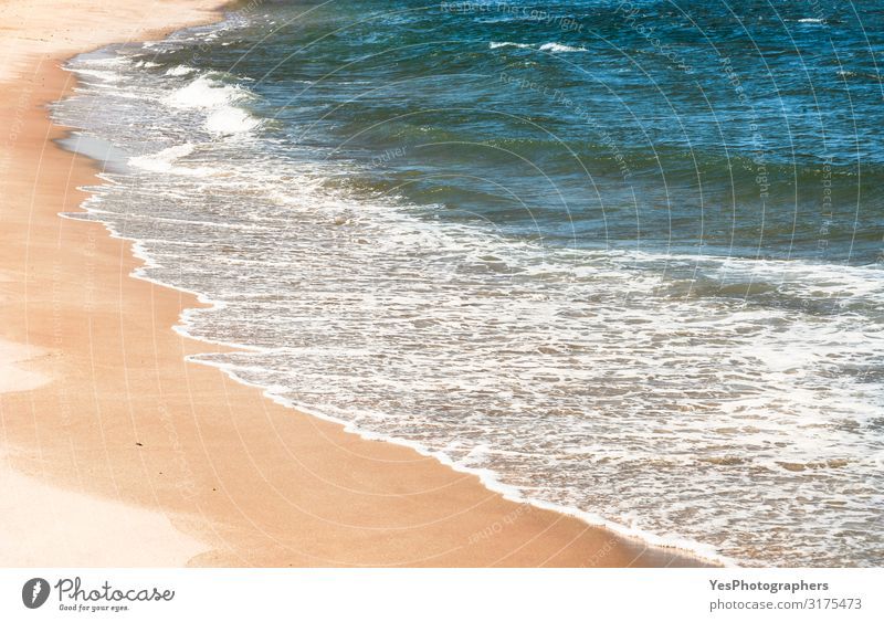 Hintergrund zum Strand. Wasserwellen und Sand. Sommerurlaub am Strand exotisch Erholung Ferien & Urlaub & Reisen Meer Wellen Natur Klimawandel Küste Nordsee
