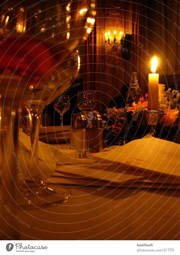 Tisch-Impression Hotel Speisekarte Salzstreuer Kerze Licht Weinglas Glas Restaurant Lokal Ernährung Le Méridien Hotel weinkarte Pfeffer