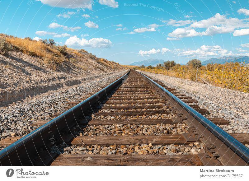 Gerade Eisenbahnstrecke in Utah, USA - der Weg in die Zukunft Ferien & Urlaub & Reisen Tourismus Ausflug Sommer Industrie Natur Landschaft Himmel Wolken Verkehr