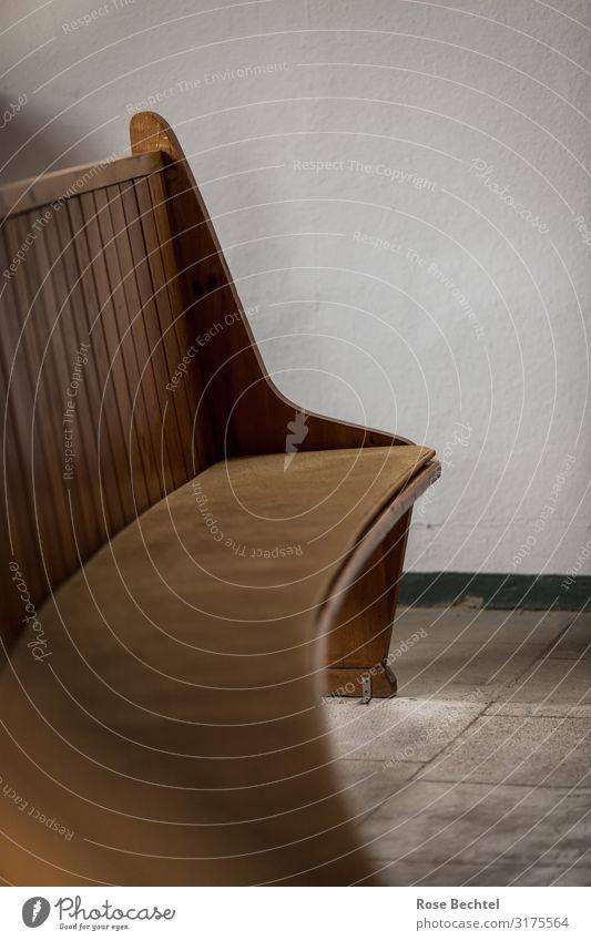 Eine hölzerne Bank Innenarchitektur braun einfach Möbel nachhaltig hochkant Holzbank