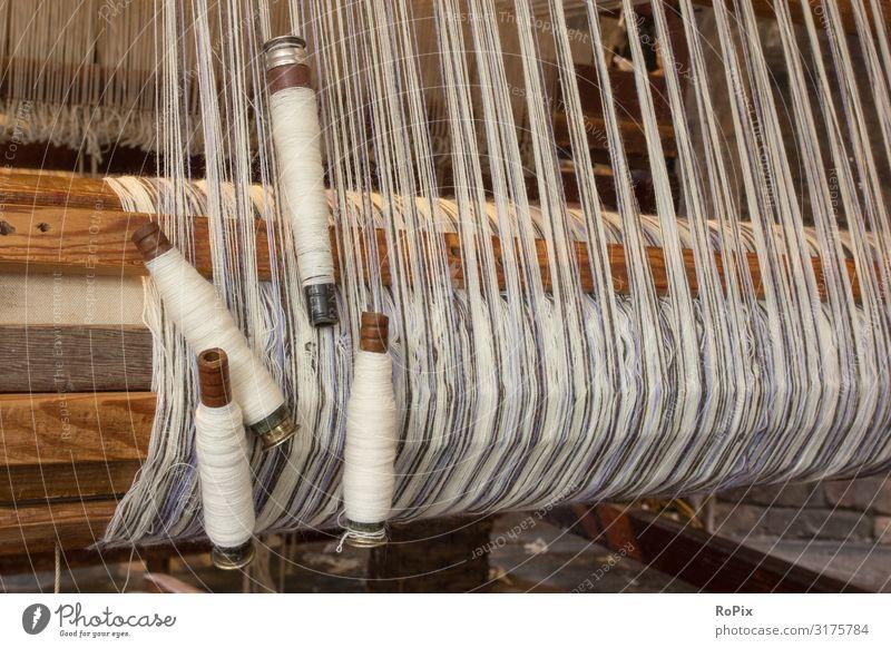 Detail eines historischen Webstuhls. Stirnradgetriebe Getriebe Zahnrad Mechanik Technik Maschine machine Verzahnung Textil Spinnerei ratio Werkstatt Museum