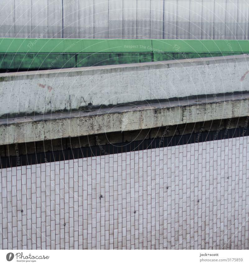 Betonung Berlin Bauwerk Rampe Autobahnausfahrt Straße Stadtautobahn Fliesen u. Kacheln Linie Streifen dreckig fest groß hässlich kalt retro trist viele grau