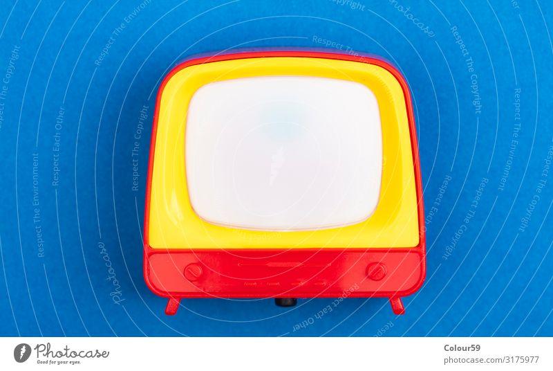 Retro Spielzeug TV Leben Freizeit & Hobby Spielen Entertainment Medien Fernsehen retro tv Symbole & Metaphern miniature Plastik Kunststoff Fernseher schauen