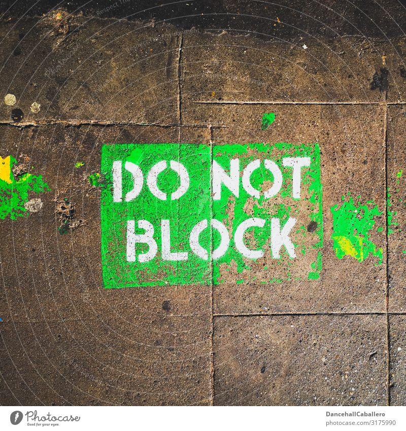 do not block... Verkehr Verkehrswege Fahrradfahren Fußgänger Straße Straßenkreuzung Schriftzeichen Hinweisschild Warnschild Graffiti Design Verbote blockieren