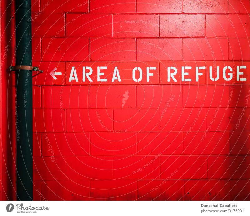 Zufluchtsort... weiß rot Wand Gebäude Mauer Stein Schriftzeichen Schilder & Markierungen gefährlich Hinweisschild bedrohlich Zeichen Schutz Sicherheit Bauwerk