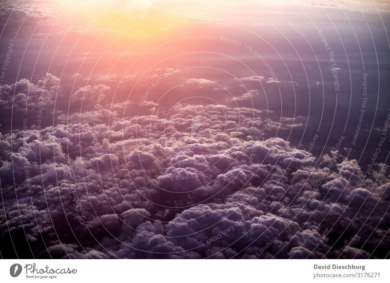Über den Wolken Ferien & Urlaub & Reisen Himmel Horizont Schönes Wetter Luftverkehr Flugzeug Passagierflugzeug im Flugzeug blau gelb violett orange Abenteuer