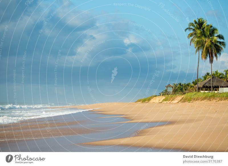 Sandstrand Ferien & Urlaub & Reisen Tourismus Ferne Sommerurlaub Sonnenbad Natur Landschaft Himmel Wolken Frühling Schönes Wetter Wellen Küste Strand Meer Insel