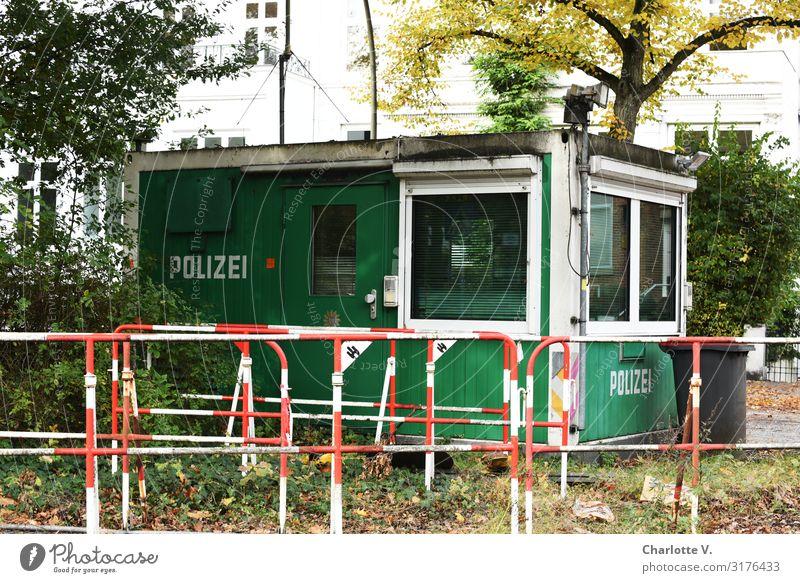 Vergessen | UT HH19 Hütte Gebäude Polizeiwache Wohncontainer Metall Schriftzeichen Logo Polizeiliche Beratungsstelle alt stehen warten außergewöhnlich dreckig