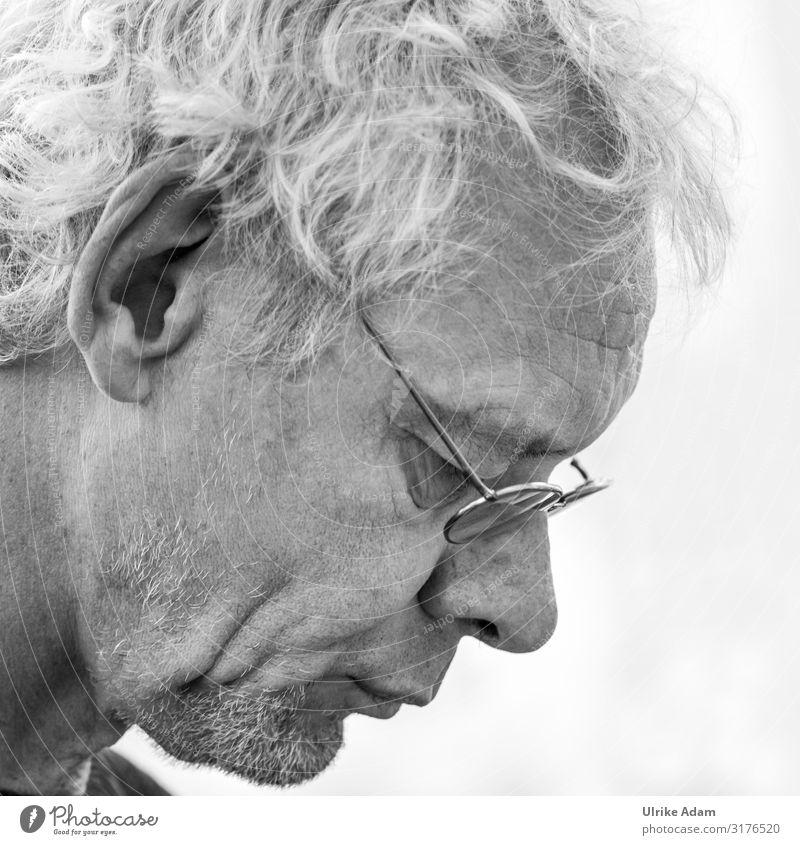 Noch mehr nachdenken ;-) Mensch maskulin Mann Erwachsene Männlicher Senior Kopf Bart 1 45-60 Jahre Brille grauhaarig Denken lesen geduldig Konzentration