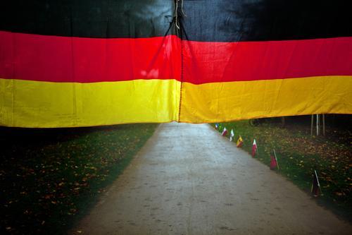 Deutschlandfahne Wald Wege & Pfade Berlin Textfreiraum Park Deutsche Flagge Hauptstadt Fahne Nationalitäten u. Ethnien Tiergarten