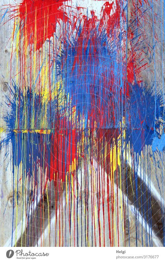 verschiedene bunte Farben als Farbmuster an einer Wand Mauer Beton Linie authentisch außergewöhnlich einzigartig blau mehrfarbig gelb grau rot bizarr