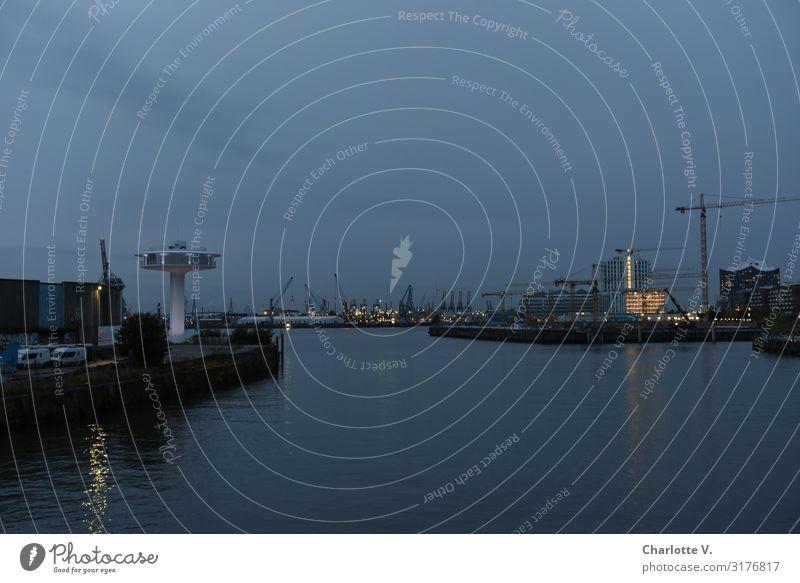 Letzter Abend | UT HH19 Hamburg Deutschland Europa Hafenstadt Architektur Wohnleuchtturm Sehenswürdigkeit Schifffahrt Wasser glänzend leuchten ästhetisch