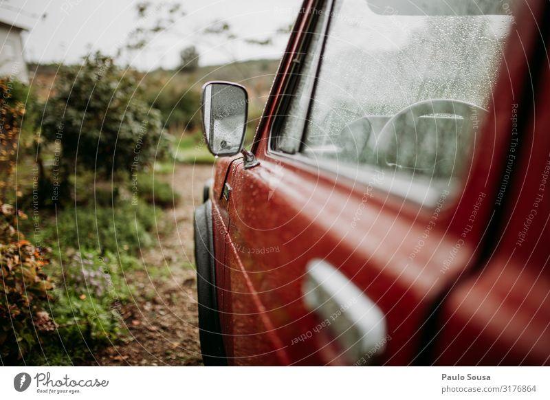 Auto-Außenspiegel Lada Niva Verkehr Verkehrsmittel Fahrzeug PKW Oldtimer alt einfach trendy nass Originalität retro wild rot authentisch Abenteuer Bewegung