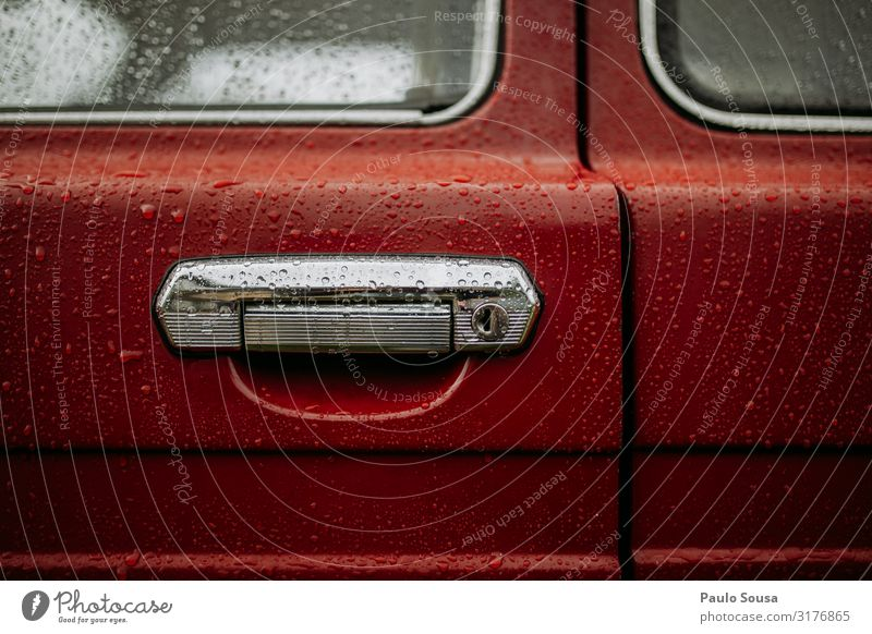 Nahaufnahme Autotürschloss Lada Niva Verkehr Verkehrsmittel Fahrzeug PKW Oldtimer alt ästhetisch eckig einfach elegant rot Tür Griff Farbfoto Außenaufnahme
