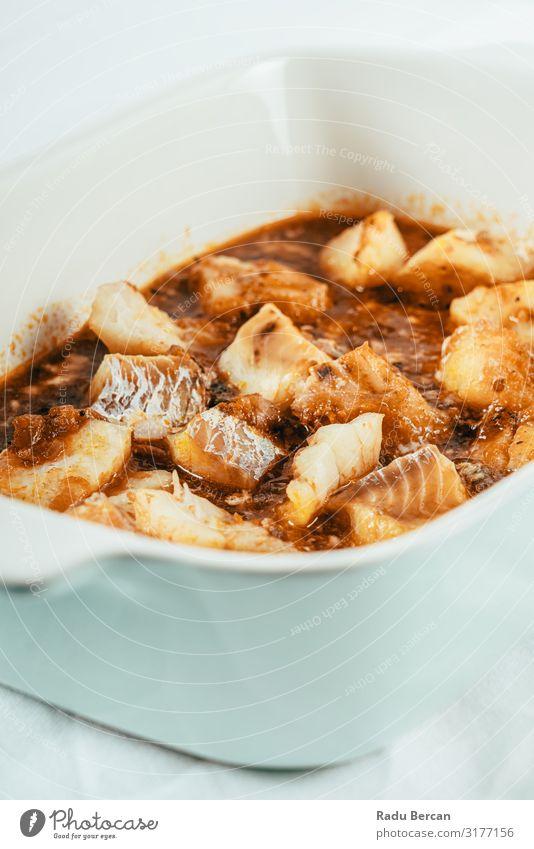 Weißfischfilet Curry mit Tomatensauce Saucen weiß Speise Fisch Filet Würzig Gesundheit Meeresfrüchte heiß Tradition kochen & garen rot Eintopf Kabeljau Diät