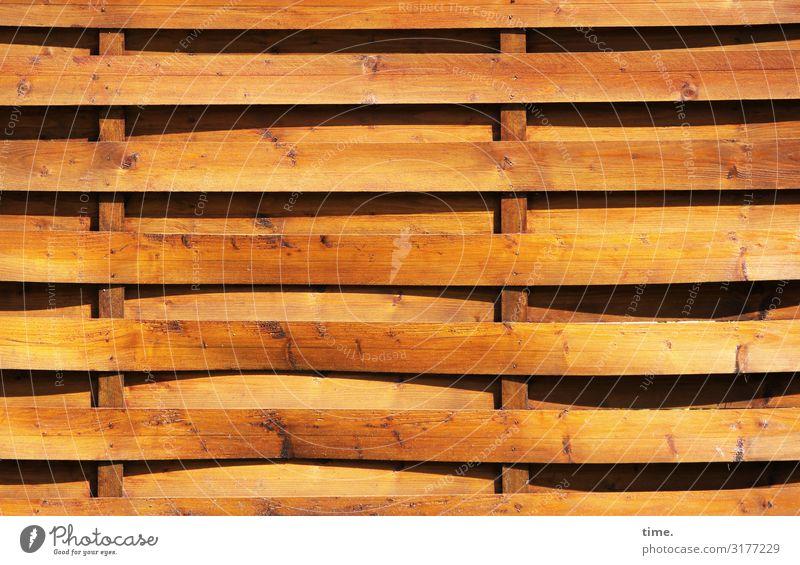 Geschichten vom Zaun (6) Sichtschutz geflochten Holz Linie Streifen gelb Sicherheit Schutz Ordnungsliebe Neugier Interesse Design Entschlossenheit Zufriedenheit