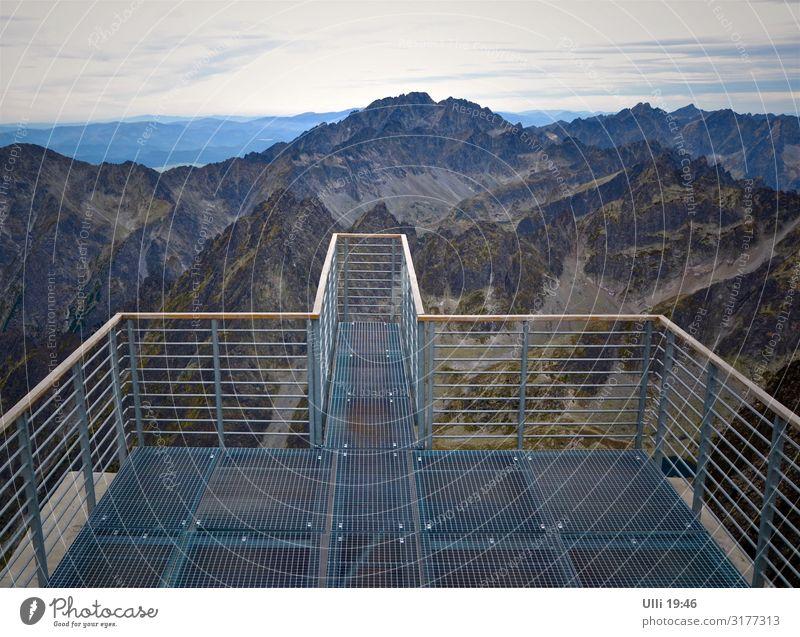 Nix für Angsthasen! Ferien & Urlaub & Reisen Abenteuer Berge u. Gebirge Klettern Bergsteigen wandern Natur Horizont Herbst Felsen Gipfel Menschenleer