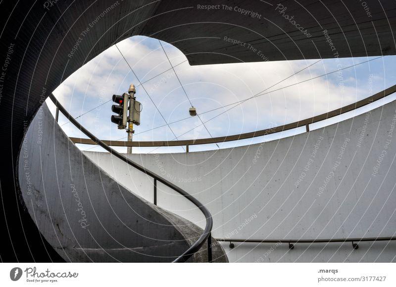 Ampel Himmel Wolken Architektur Mauer Wand Treppengeländer ästhetisch einzigartig Perspektive rund Strukturen & Formen geschwungen Geometrie Farbfoto