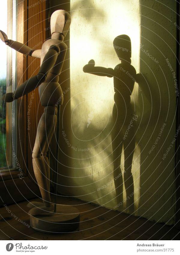 Schattenspiel #2 Wand Fenster Häusliches Leben Puppe Fensterbrett