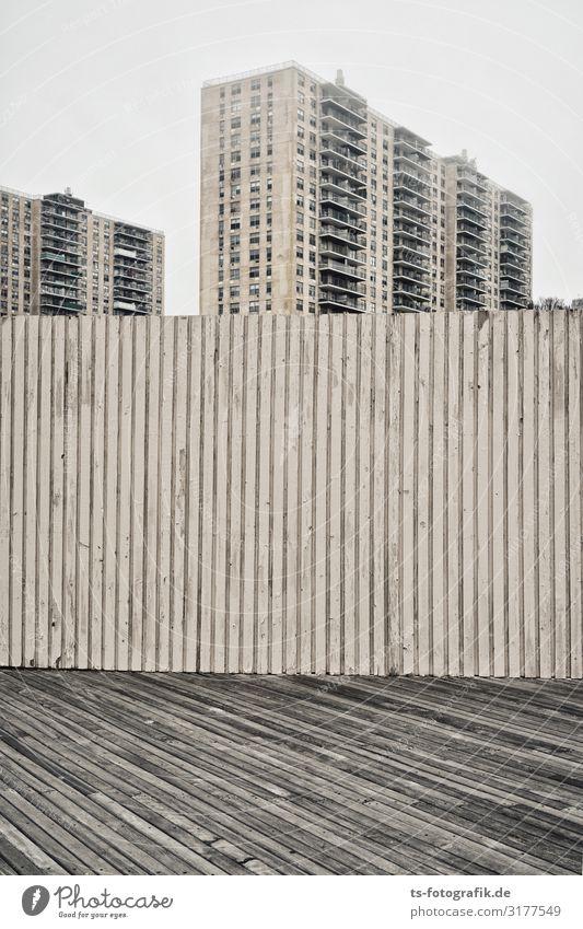 Hochhausaufzucht Nebel New York City Coney Island USA Stadt Stadtrand Skyline Menschenleer Haus Turm Bauwerk Gebäude Architektur Mauer Wand Fassade Balkon