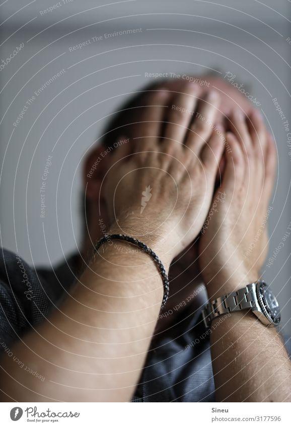 Oh nein... Uhr Armband Traurigkeit weinen Angst Entsetzen Todesangst Zukunftsangst gefährlich Stress Verzweiflung Unglaube Enttäuschung Krise Konflikt & Streit