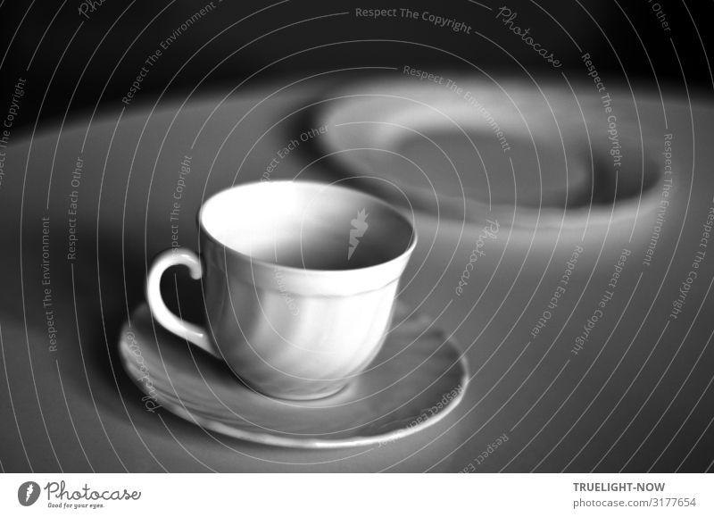Nach der bunten Lichterglanzorgie Ernährung Frühstück Geschirr Teller Tasse Lifestyle Design sparen Häusliches Leben Wohnung Tisch Küche Coolness einfach kalt
