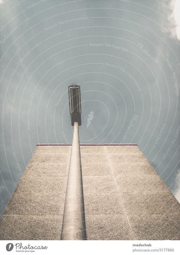Erhaben Haus Bauwerk Gebäude Architektur Fassade ästhetisch elegant kalt Perspektive Ferne stagnierend Stadt Straßenbeleuchtung Laterne ruhig Einsamkeit Beton