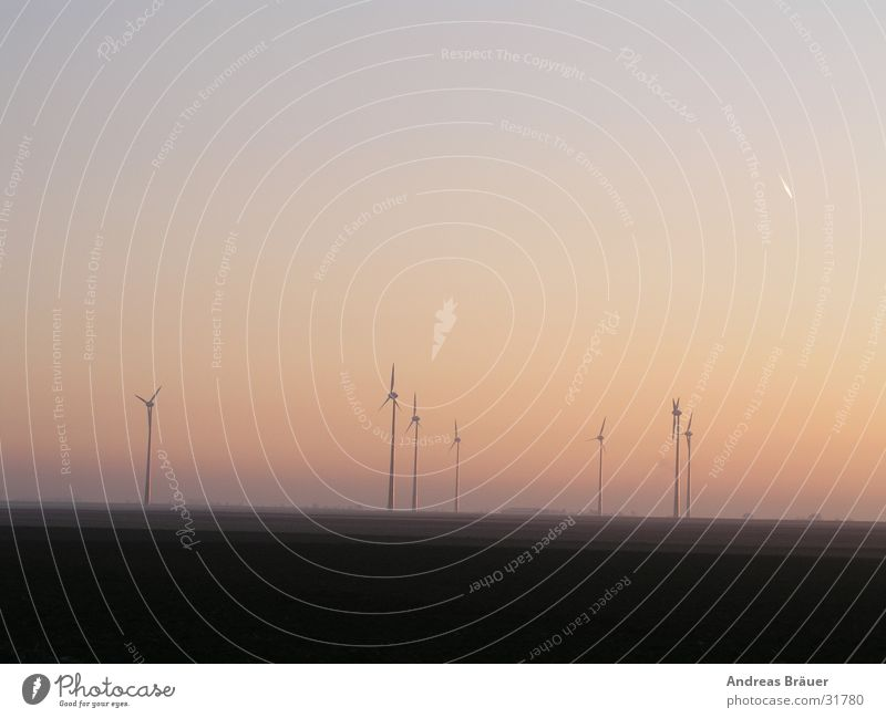 Windpark im Abendlicht Himmel Sonne Wind Umwelt Energiewirtschaft Elektrizität Technik & Technologie Windkraftanlage Erdöl ökologisch Abenddämmerung Erscheinung alternativ Ausgabe Elektrisches Gerät regenerativ