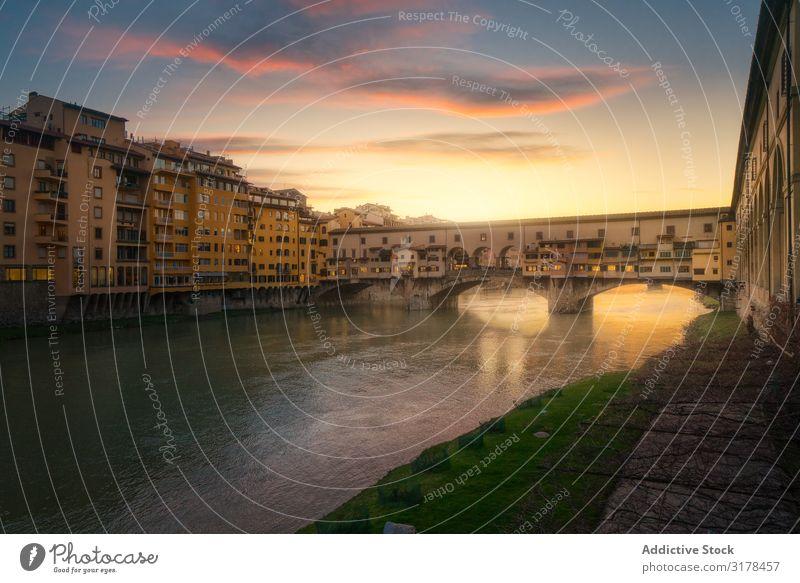 Alte Brücke über den Kanal bei Sonnenuntergang Florenz Italien Gebäude alt Ferien & Urlaub & Reisen Wasser Architektur Großstadt Tourismus Landschaft Attraktion
