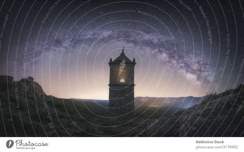 Altes Gebäude unter nächtlichem Sternenhimmel sternenklar Himmel Nacht antik Sternbild Tal alt Felsen steinig Festung hell ruhig Turm Landschaft schön Verlassen