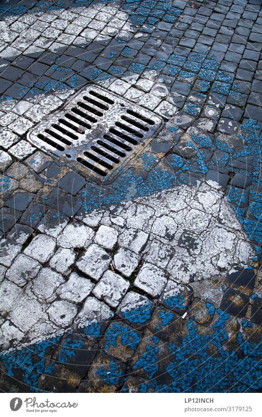 StreetArt Menschenleer Verkehr Verkehrswege Straße Wege & Pfade gehen retro trashig Stadt blau grau Bewegung Risiko Zebrastreifen Gully Pflastersteine