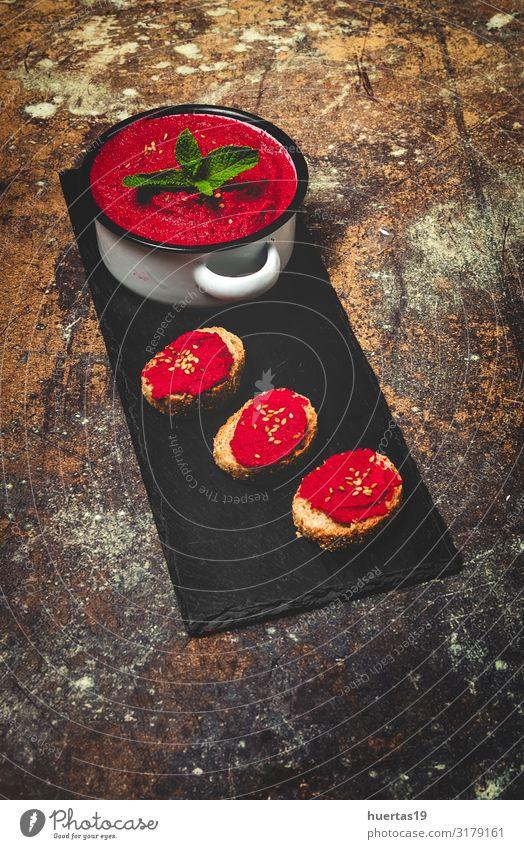 Hausgemachter Rote-Beete-Hummus mit Kichererbsen Lebensmittel Wurstwaren Gemüse Mittagessen Abendessen Bioprodukte Vegetarische Ernährung Diät