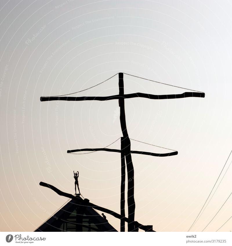 Takelage Kunst Kunstwerk Skulptur Wolkenloser Himmel Schönes Wetter Pyramide Spitze Figur hoch Holz Metall außergewöhnlich oben unklar Kabel Farbfoto
