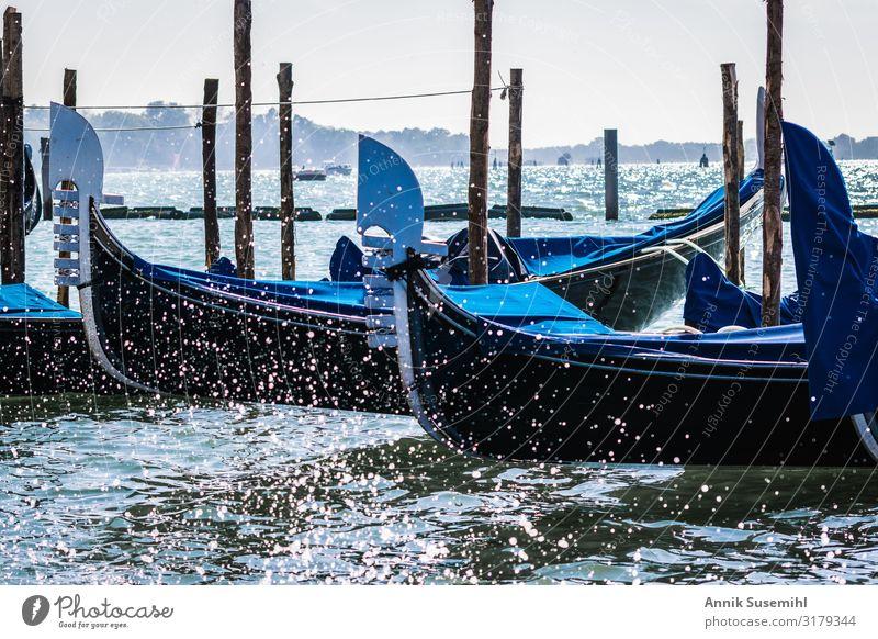Gondeln in Venedig im Markusbecken Ferien & Urlaub & Reisen Tourismus Ausflug Sightseeing Städtereise Kreuzfahrt Wasser Wassertropfen Klima Klimawandel Wellen