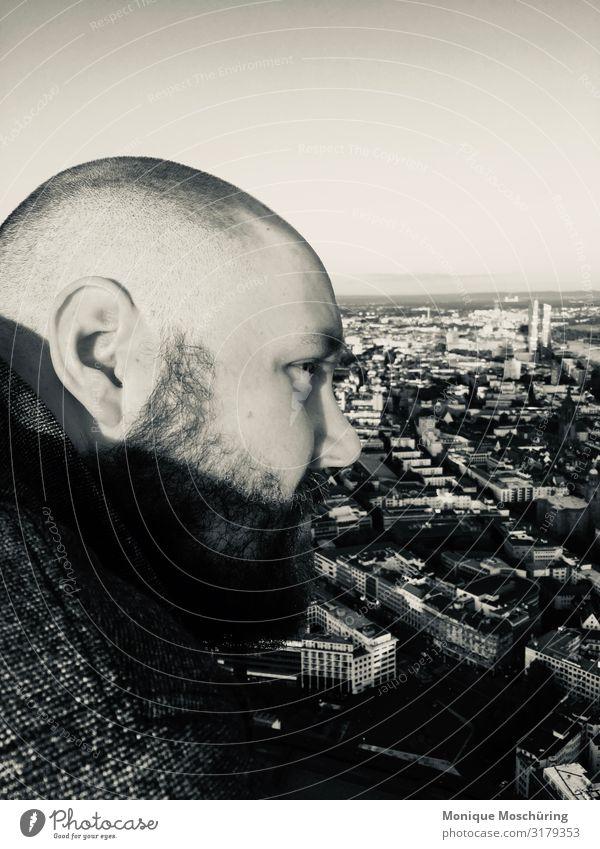 This is a man ´s world maskulin Mann Erwachsene Kopf 1 Mensch 30-45 Jahre Frankfurt am Main Blick stehen authentisch Zufriedenheit Schwarzweißfoto Außenaufnahme