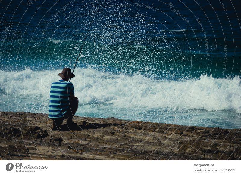 """der """"Alte """" Mann und das Meer maskulin Senior 1 Mensch 60 und älter Umwelt Sommer Schönes Wetter Queensland Australien Menschenleer Angelrute Stahl gebrauchen"""