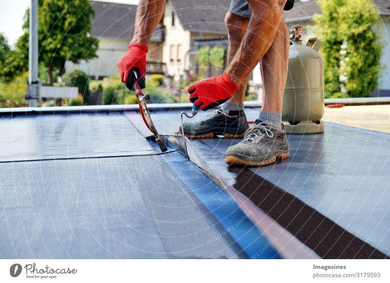 Dachdecker Gasbrenner Arbeiten Handwerker Dachdecken Baustelle Dachterrasse Mensch maskulin Körper 1 30-45 Jahre Erwachsene propan Gasflaschen