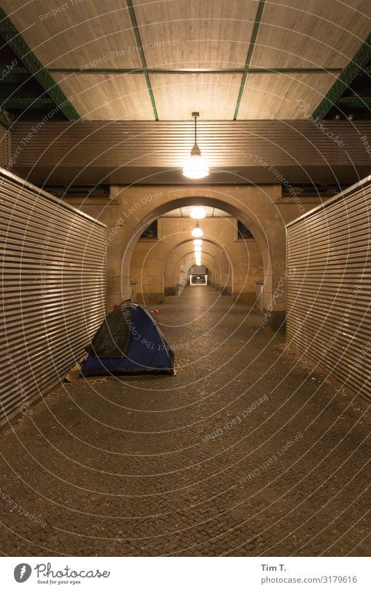 Ecke Schönhauser Prenzlauer Berg Stadt Hauptstadt Stadtzentrum Altstadt Fußgängerzone Menschenleer Bauwerk Gebäude Armut obdachlos Zelt Farbfoto Außenaufnahme