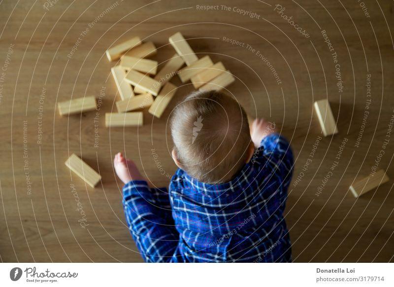 Kinder spielen mit Gebäuden von oben gesehen Lifestyle Spielen Baustelle Mensch Kleinkind Körper 1 0-12 Monate Baby Spielzeug Holz klein Kindheit