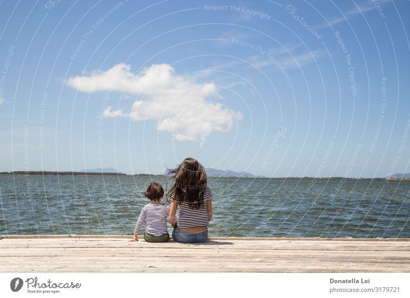 Bruder und Schwester auf dem Pier Ferien & Urlaub & Reisen Freiheit Sommer Meer Wellen Kind Mensch maskulin feminin Frau Erwachsene Paar Kindheit 2 1-3 Jahre