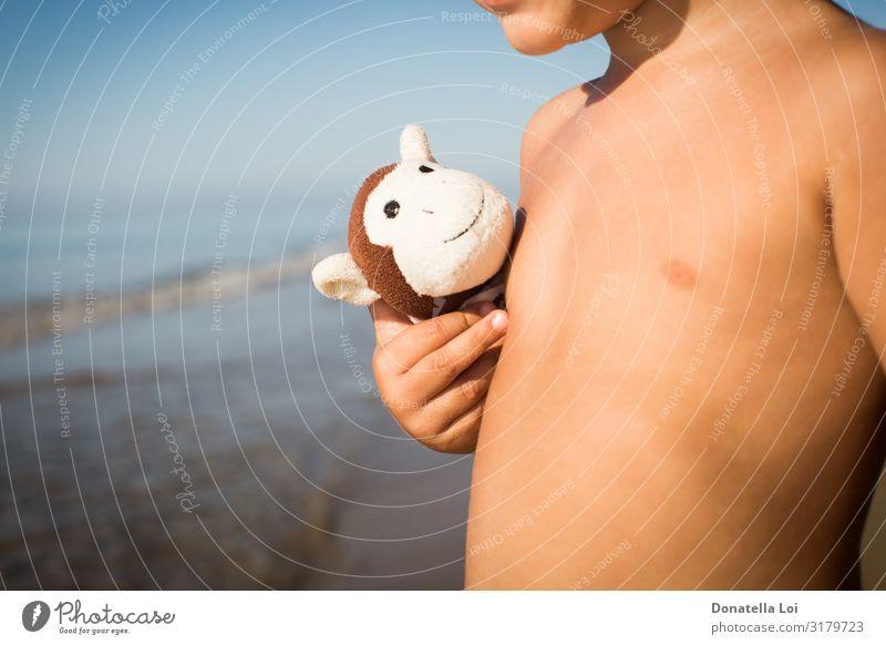 Kind Natur nackt Sommer Hand Meer Freude Strand Lifestyle Textfreiraum Spielen Freundschaft Freizeit & Hobby Wellen Kindheit Schutz