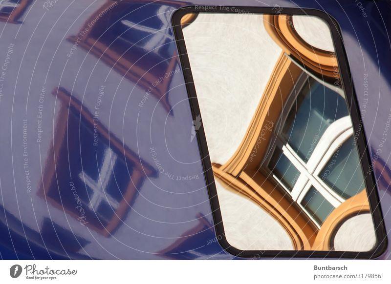 Dachgeschoss Haus Fenster PKW Spiegel Stein Holz Glas Metall blau gelb Farbe Perspektive Spiegelbild Reflexion & Spiegelung Farbfoto Außenaufnahme Menschenleer