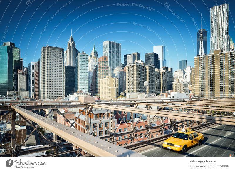 Balancieren auf der Brooklyn Bridge Ferien & Urlaub & Reisen blau Stadt Haus Straße Architektur gelb Wege & Pfade Gebäude Tourismus Verkehr Hochhaus Brücke