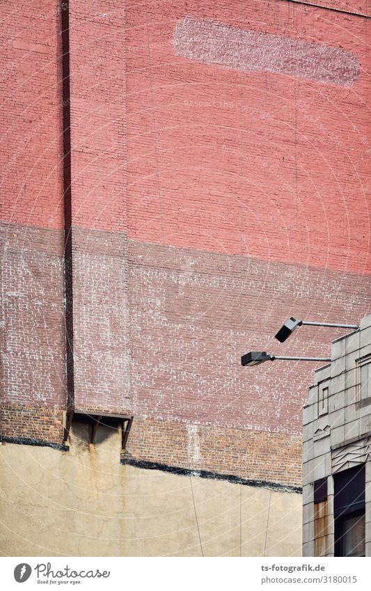 Hat jemand meine Fenster gesehen? New York City Manhattan Haus Bauwerk Gebäude Architektur Mauer Wand Fassade Dach Schornstein Scheinwerfer Beleuchtungselement