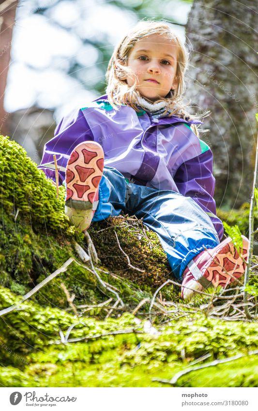 Abenteuer im Wald Glück Zufriedenheit Spielen Ferien & Urlaub & Reisen Ausflug Berge u. Gebirge Kind Mädchen Kindheit 1 Mensch 3-8 Jahre Natur Moos Gummistiefel