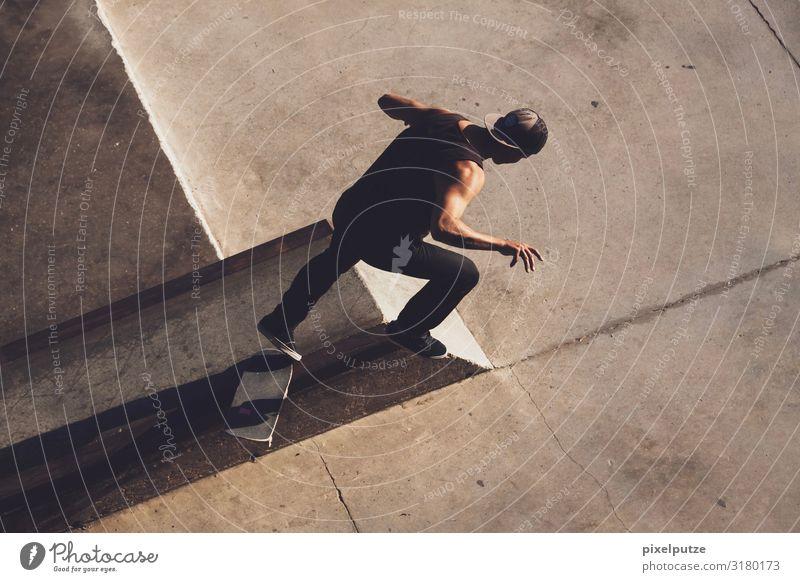 Get down Sport Sportstätten Mensch maskulin 1 18-30 Jahre Jugendliche Erwachsene fallen fliegen sportlich Konzentration Gleichgewicht Brennpunkt Funsport Grind