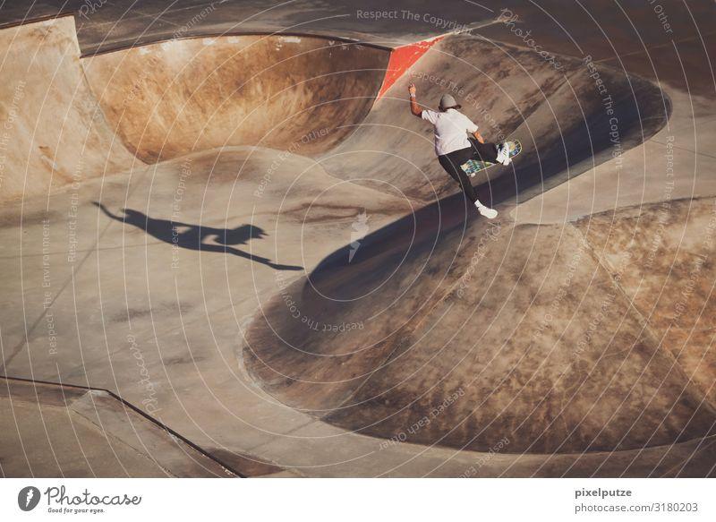 Jump! Jump! Mensch Jugendliche 18-30 Jahre Erwachsene feminin Sport Konzentration Skateboarding Grab Air Trick Brennpunkt Funsport Sportstätten Halfpipe