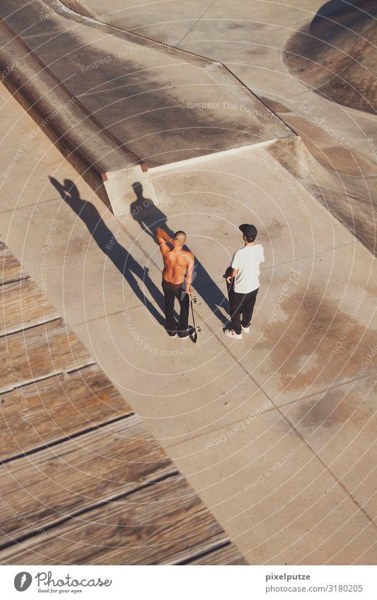 Time for some action Sport Sportstätten Halfpipe Mensch maskulin Mann Erwachsene 2 18-30 Jahre Jugendliche stehen sportlich authentisch Konzentration Funsport