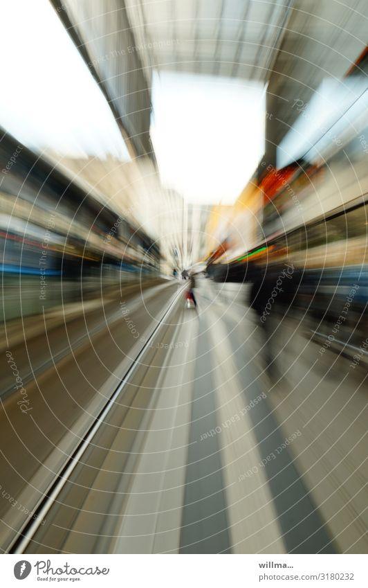 Schnelllebige Zeit, Zoomeffekt Verkehrswege Öffentlicher Personennahverkehr Bahnfahren Schienenverkehr S-Bahn Straßenbahn Schienenfahrzeug Bahnsteig Gleise