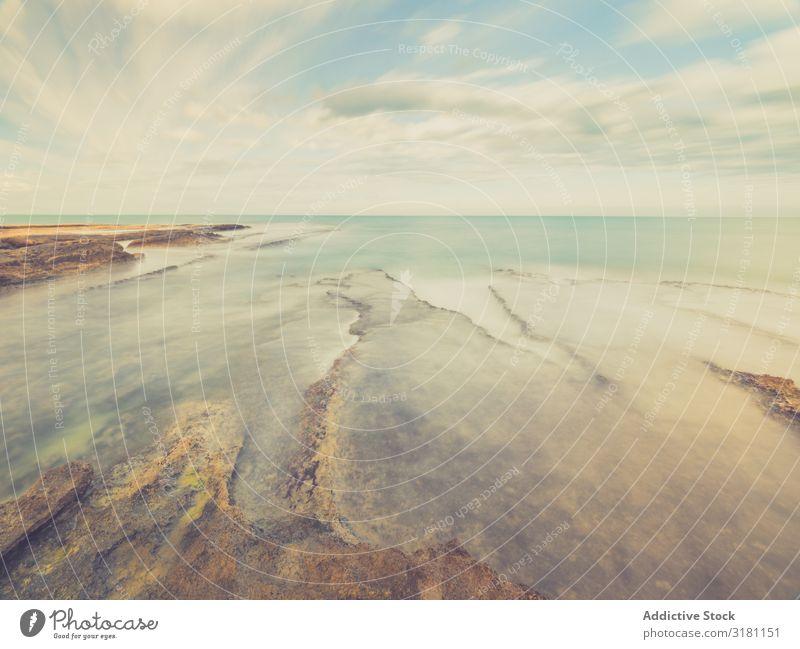 Felsige Küste unter blauem Himmel Meer Landschaft Felsen